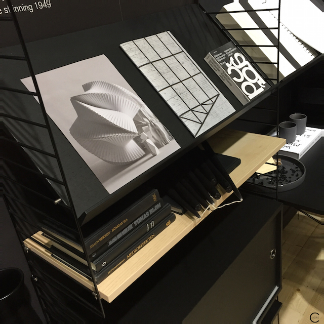 Black + White workplace and storage love | Imm cologne 2016 String System + String works | © by C-more