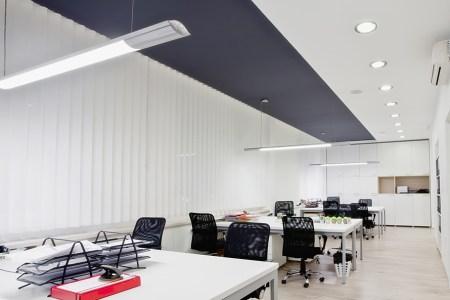 https://i2.wp.com/www.interieurdesigner.be/frontend/files/userfiles/images/interieurtips/woonkamer/accentkleur-plafond.jpg?resize=450,300