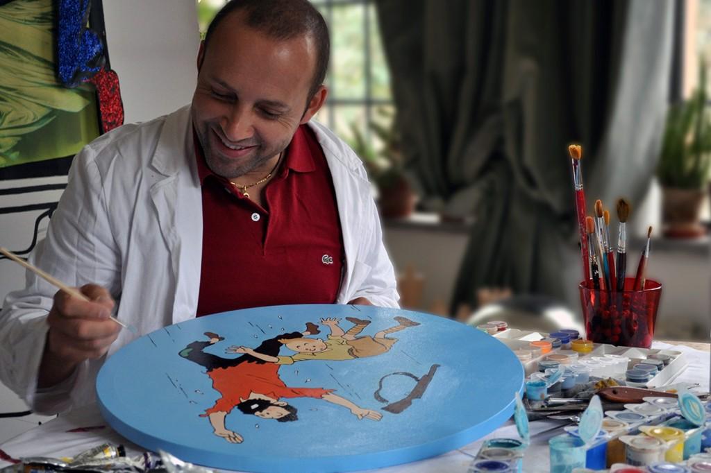Gabriel Ortega pintando en su estudio en Italia. Fotografía: Arch. Chiara Picciaia.