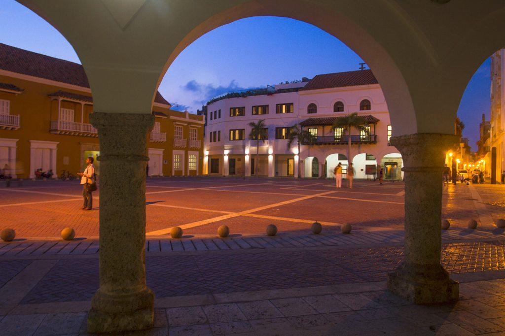 El hotel Sophia está ubicado en la Plaza de la Aduana, uno de los lugares más emblemáticos de la ciudad amurallada. Fotografía: Kiko Kairuz, cortesía.