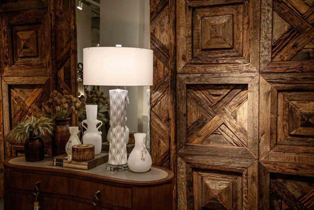 Muebles de madera en Las Vegas Market. Fotografía: cortesía LVM.