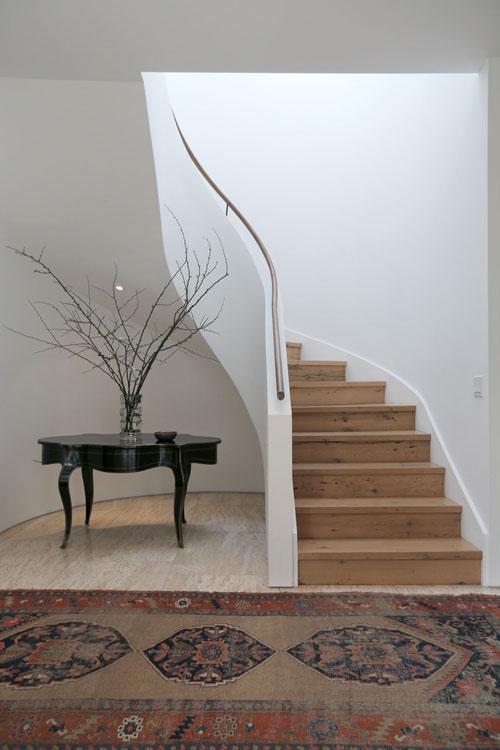 jenni-kayne-home-beverly-hills-interior-staircase-2
