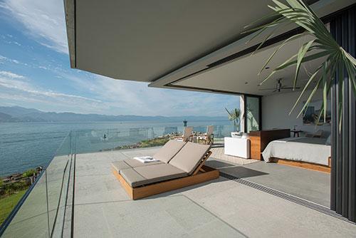casa-vallarta-ezequiel-farca-bedroom-balcony