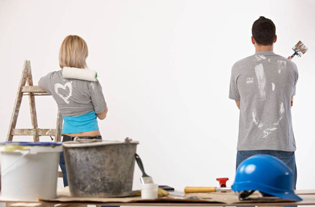 couple-preparing-to-paint-wall