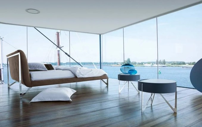 Amazing Bedroom with Glass Walls
