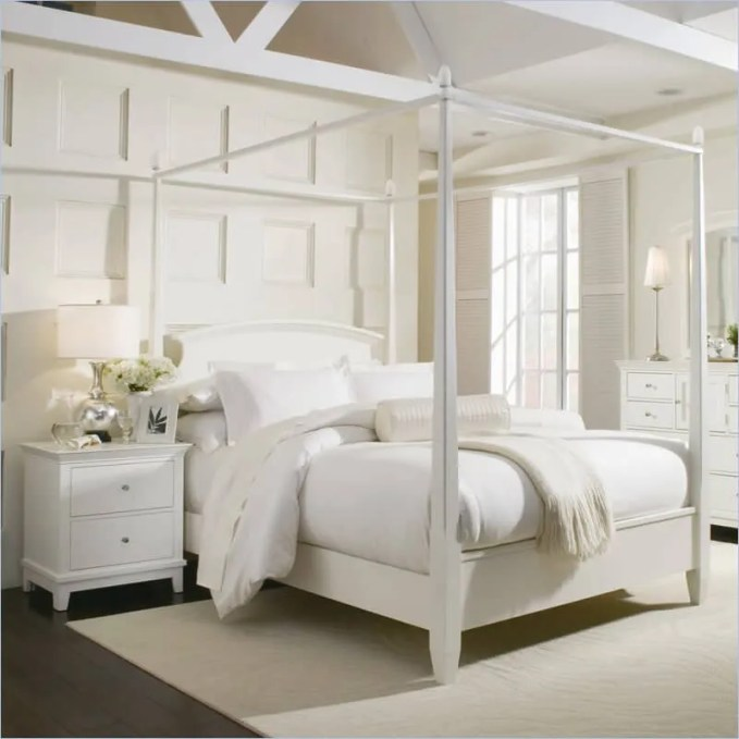Fabolous Airy Bedroom