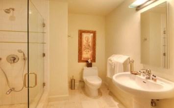 10 Bright Yellow Bathroom Interior Design Ideas