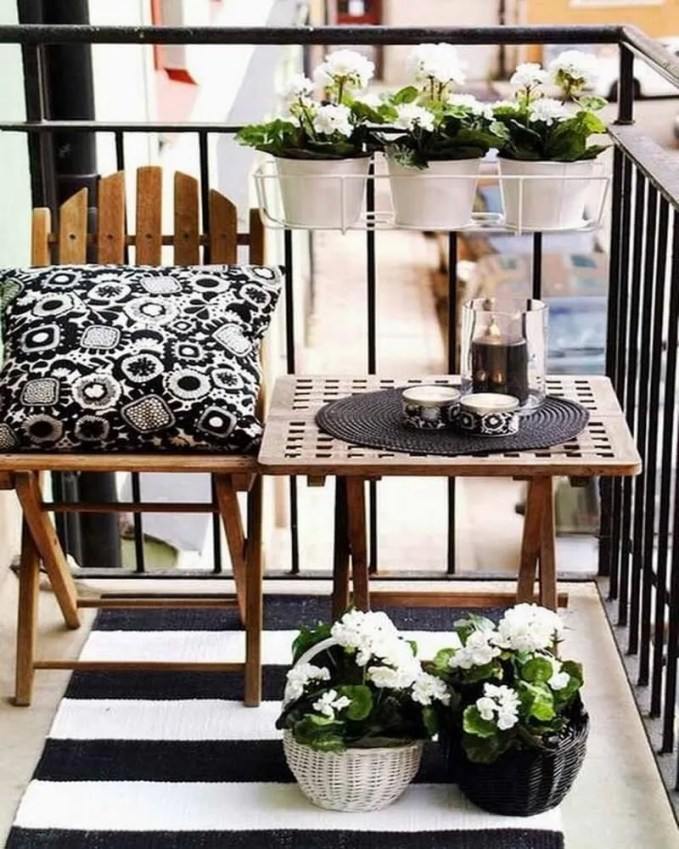 Amazing-Decorating-Ideas-for-Small-Balcony-1