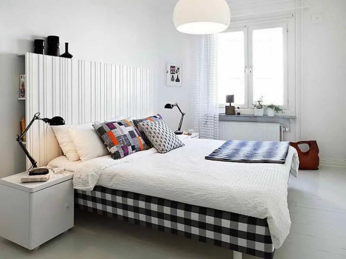 Scandinavian-Bedroom-Design-Ideas-With-Black-Color-Lamp
