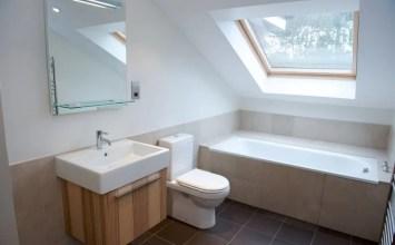 10 Amazing Attic Bathroom Interior Design Ideas
