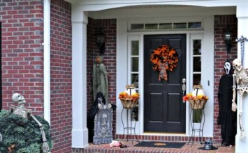 Best 11 Halloween Porch Decoration Ideas