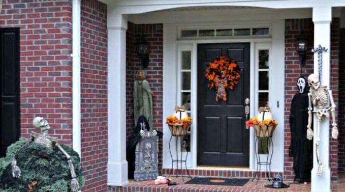 Spooky Hallowen Porch Idea