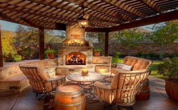 8 Gorgeous Outdoor Spaces with Fireplace Ideal for Autumn