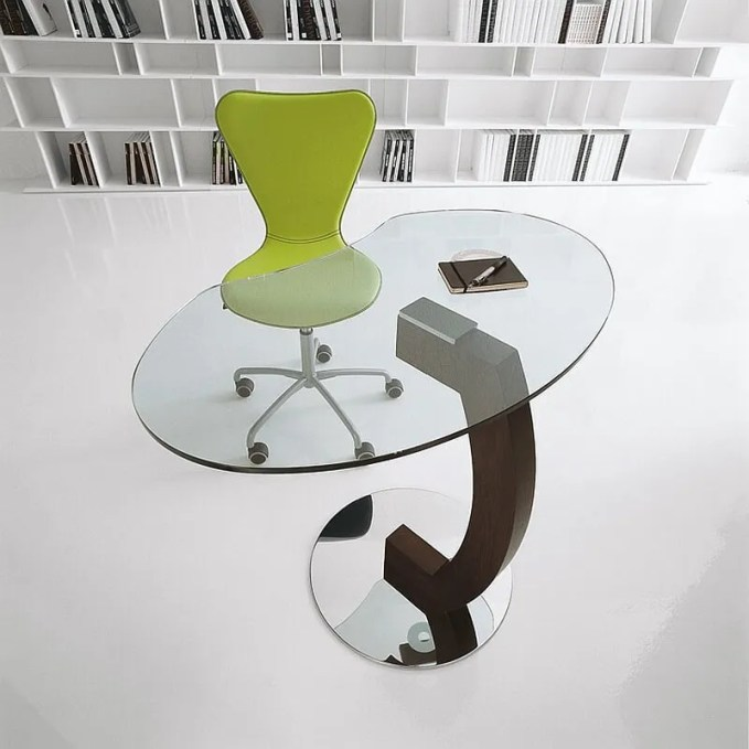 Elegant-Kirk-table-lets-you-fly-solo