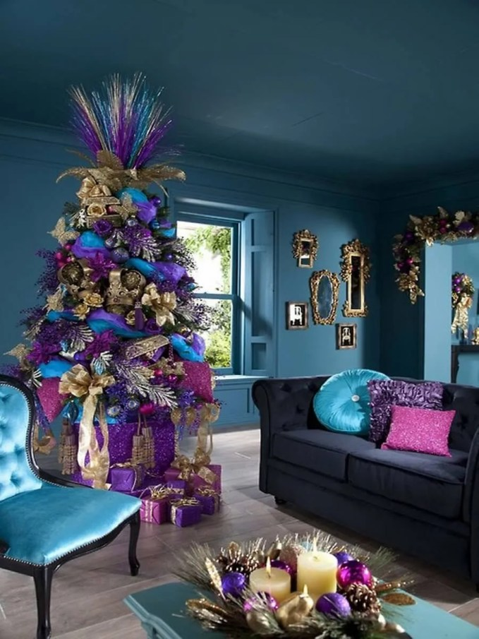 Cozy-Modern-Living-Room-With-Grey-Sofa-Used-Christmas-Decorating-Ideas
