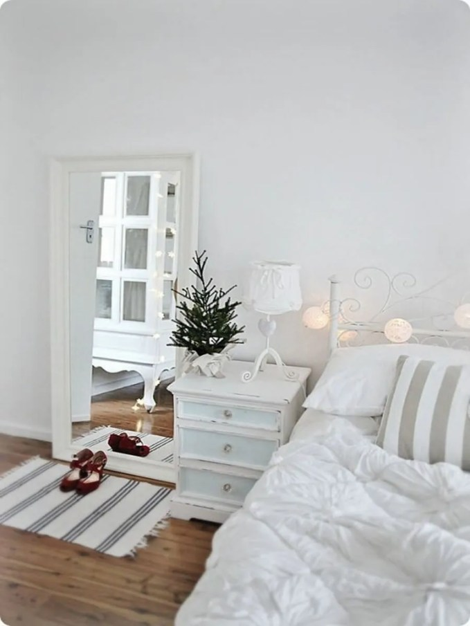 adorable-christmas-bedroom-decor-ideas-18-554x844