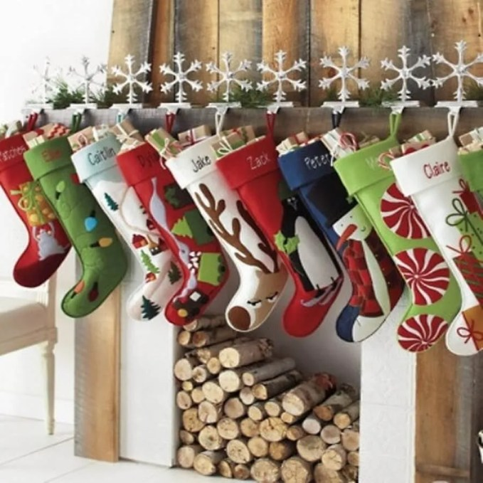 christmas-stockings-and-ideas-to-use-them-for-decor-36