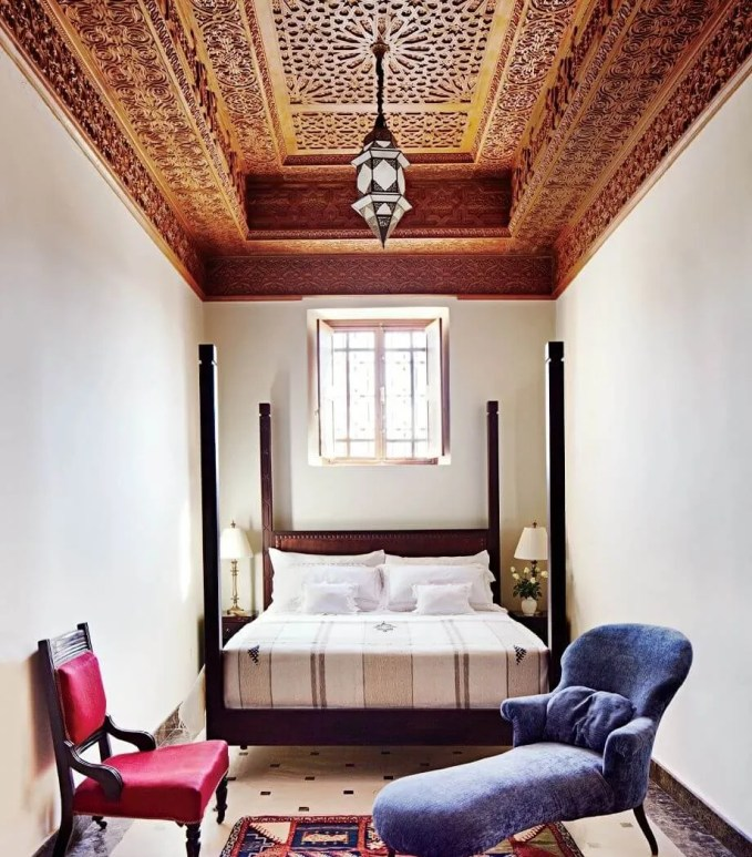 Boho-Chic-Bedroom-with-Morocoan-Valued-Ceiling