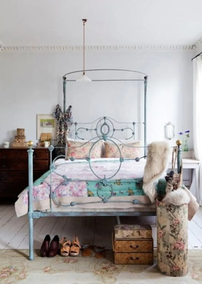 Feminine-Boho-Chic-Bedroom
