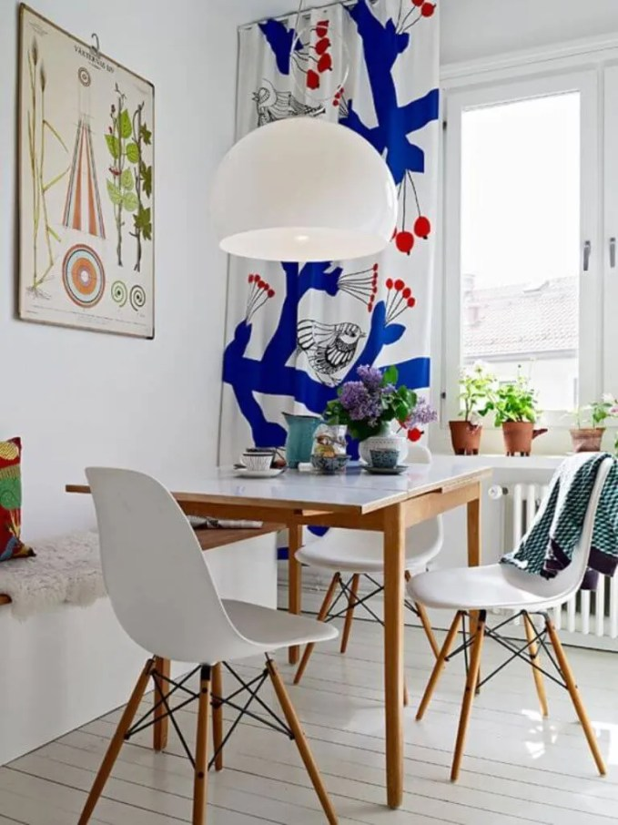 Lively High Contrast Dining Room