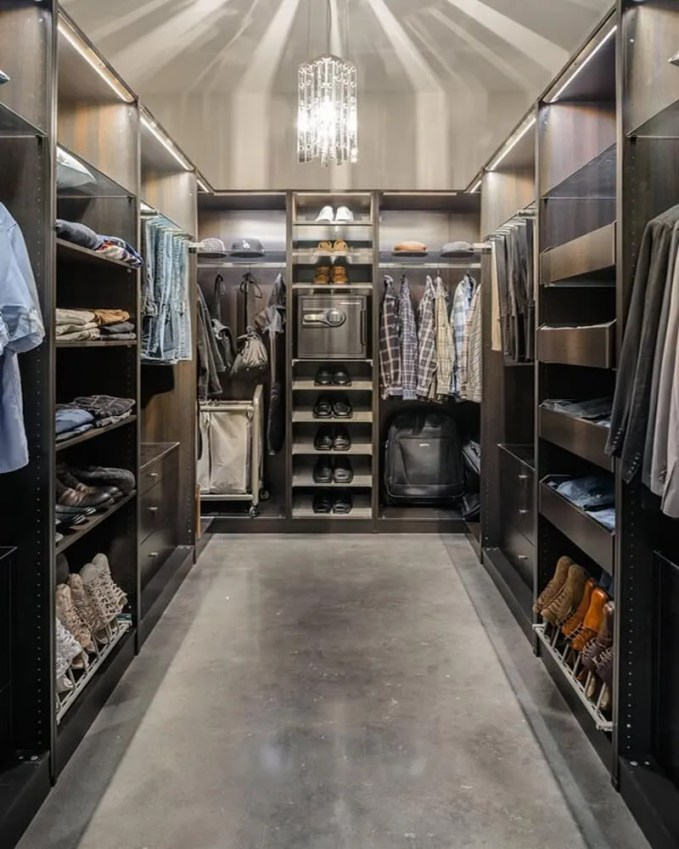 Walk-in-Closet-for-Men-Masculine-closet-design-10 (Copy)
