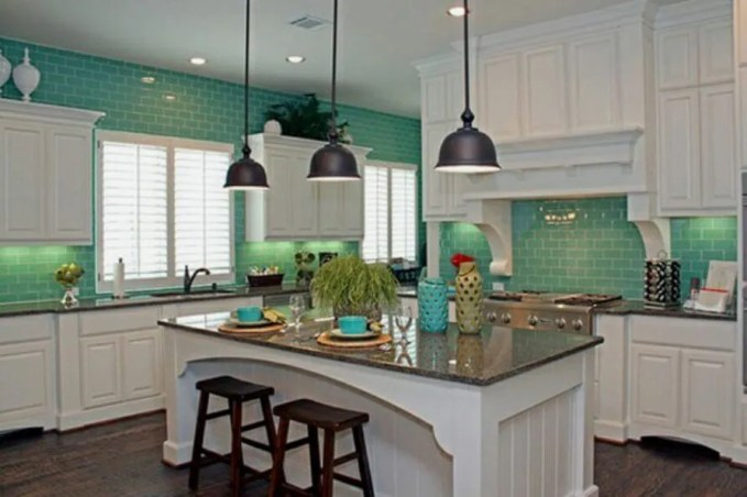 Clasy Kitchen with Subway Tile