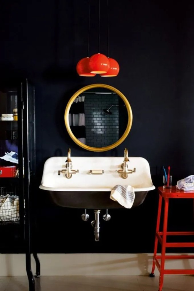 Eclectic High Contrast Bathroom