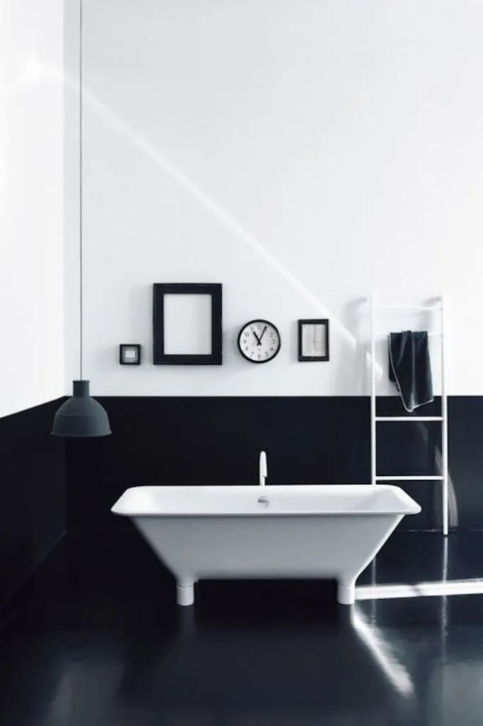 Minimalist High Contrast Bathroom