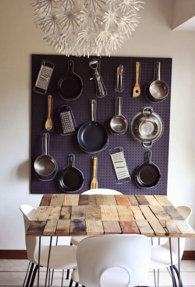 Pegboard-pot-rack-with-chalk-outlines