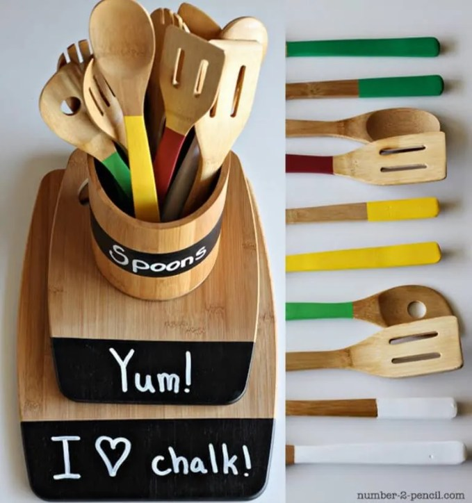 Wooden-utensil-caddy-with-chalkboard-paint-labels