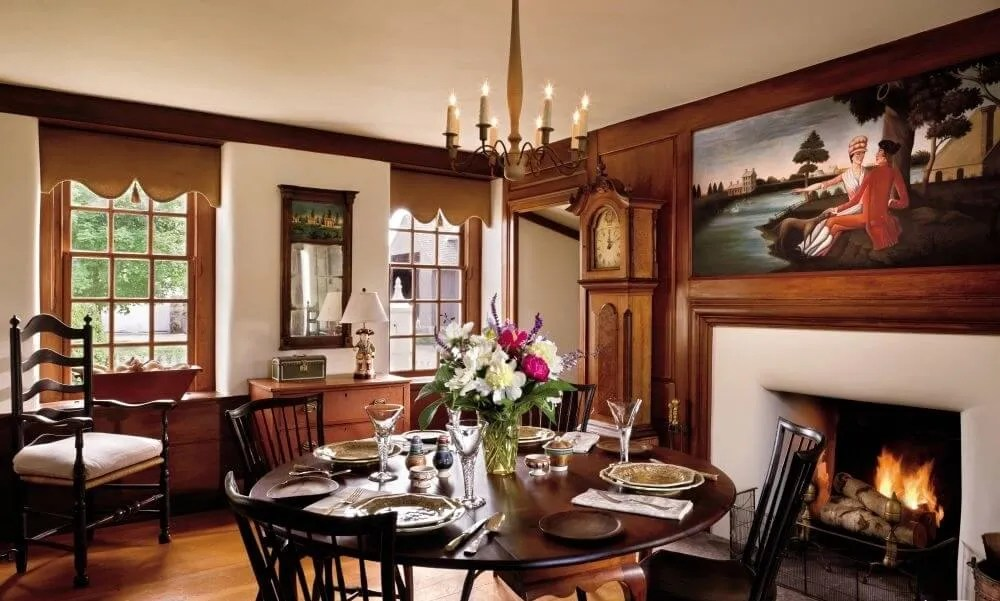 8 farmhouse themed dining room design ideas https for Elegant farmhouse living room