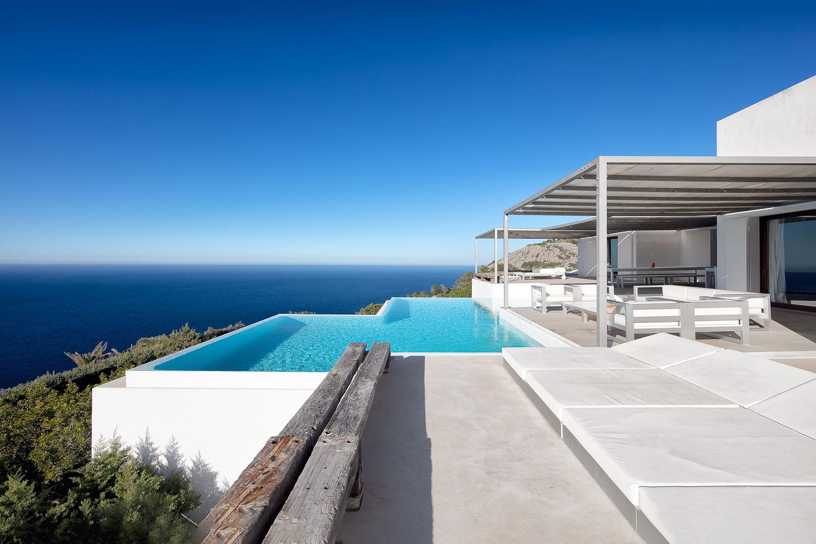 Imagen profesional exterior real estate villa privada de la piscina en el norte de Ibiza