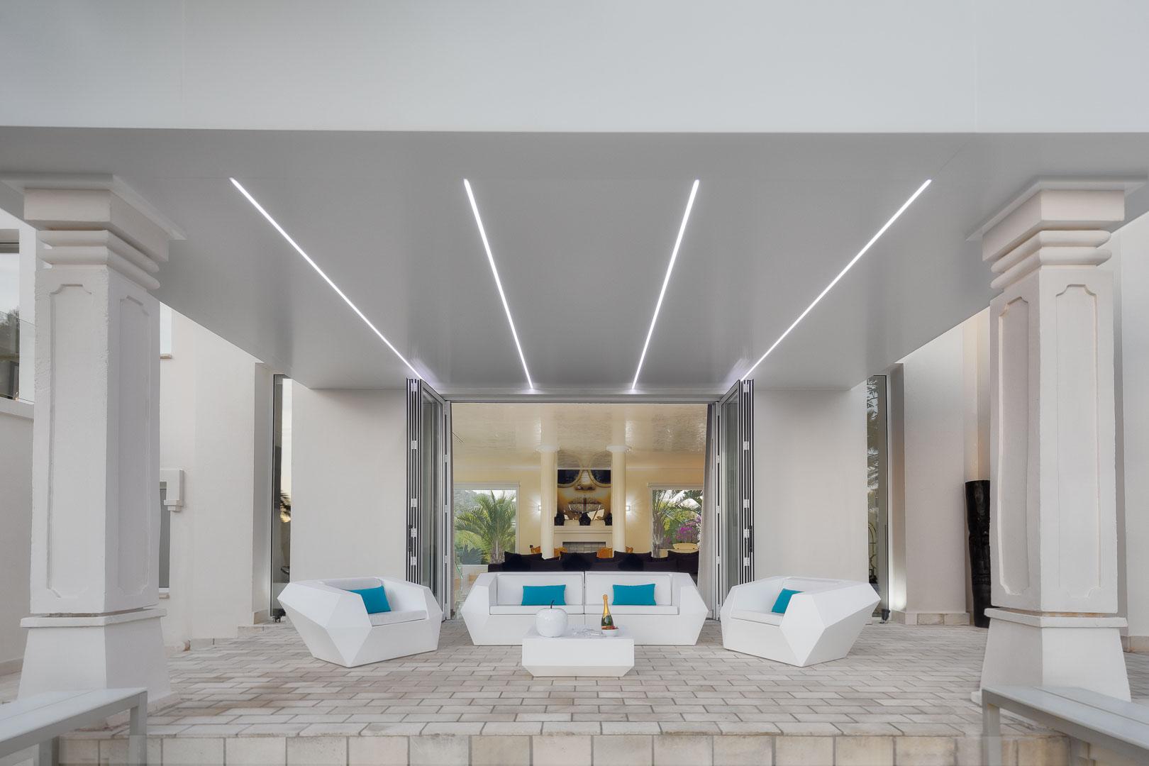 Villa real estate mesa terraza exterior vista interior salón