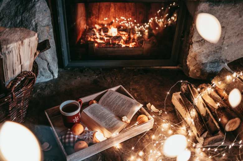 Zo creëer je sfeer en gezelligheid tijdens de donkere dagen! interiorqueen.nl interieur openhaard