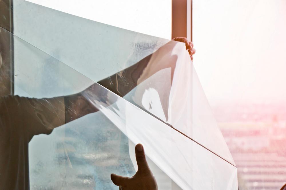 Raamfolie aanbrengen? Onze tips voor een bubbelvrij resultaat interiorqueen.nl woonblog