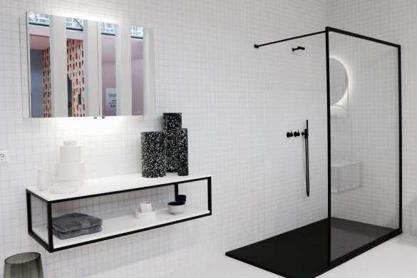 strakke badkamer met glazen douchewand monochrome cassandra pater interiorqueen
