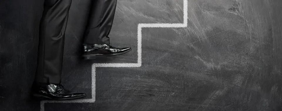 Un primer paso de acción para subir las escaleras del éxito