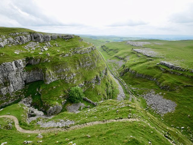 an image of a dry valley in the Yorkshire Dales