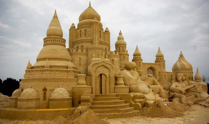 sand sculptures castle