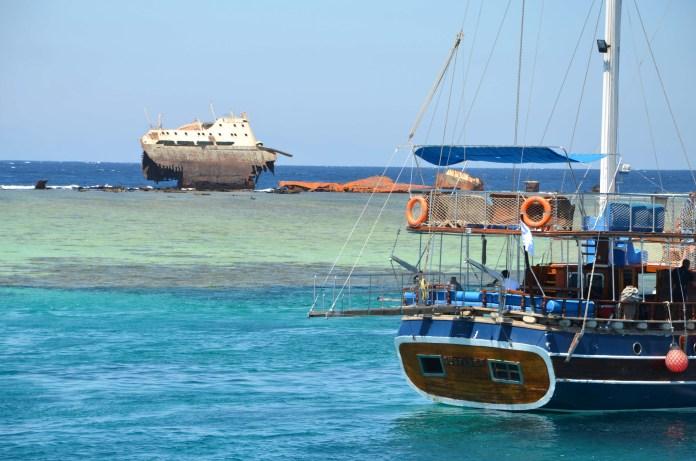 abandoned_ship_at_sea_egypt