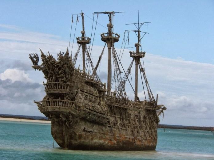 abandoned_ships_at_sea (12)
