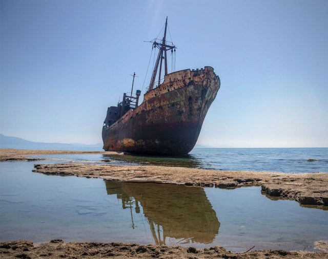 abandoned_ships_at_sea (13)