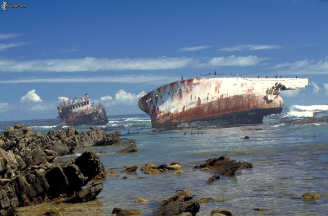 abandoned_ships_at_sea (9)