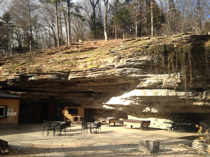 Restaurant _The_Cave_city_Richland_Missouri_state