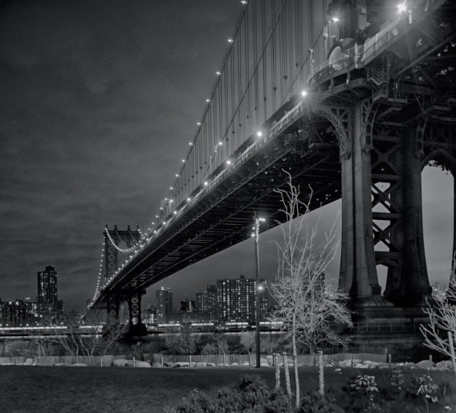"""Manhattan Bridge in the dark"" by Galskjaer"