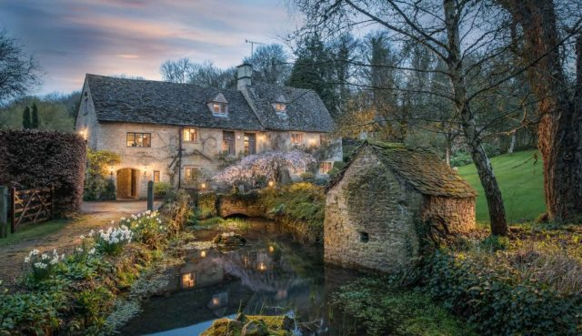 Guided Cotswolds tour, Bourton-on-the-water