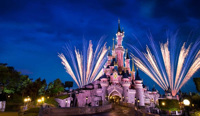 taxi from disneyland paris to eiffel tower