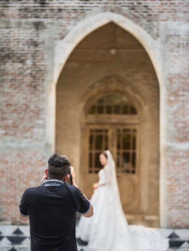 professional wedding photographer and videographer