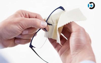 Limpiar las gafas para cuidar los cristales