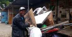 'Acham que a gente é lixo': a rede invisível de catadores que processa tudo o que é reciclado em SP